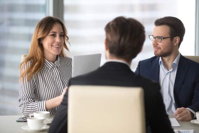 Doradcy podczas spotkania w biurze | Habza Finanse - specjaliści od trudnych kredytów