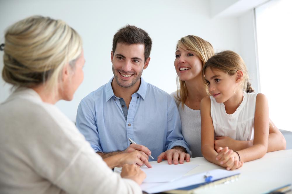 Szczęśliwa rodzina wreszcie na swoim - z Habza Finanse uzyskasz pożyczkę hipoteczną, dzięki której zamieszkasz u siebie. Habza Finanse Warszawa, Habza Finanse Bydgoszcz, Habza Finanse Zwoleń