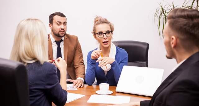 Rozmowa z doradcą - możesz spotkać się z nami lub wypełnić wniosek online. Doradcy Habza Finanse są dla Ciebie.